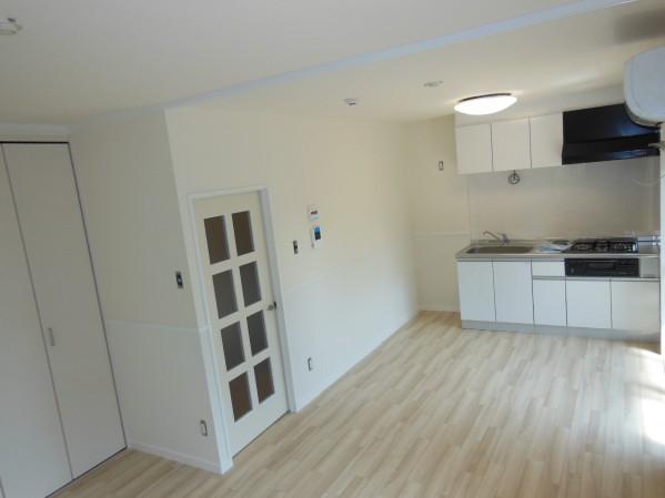 キッチンと洋室だったスペースを広いリビングにしました